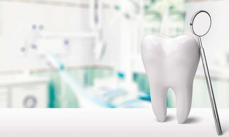 Elegir entre realizarte un implante o endodoncia muchas veces es un auténtico dilema, por eso te contamos algunos detalles que puedan ayudarte a decidir.