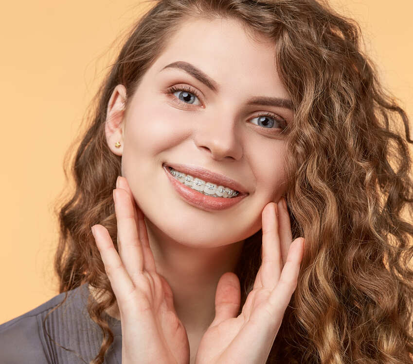 cuanto dura tratamiento brackets zafiro clínica Castelo dentista