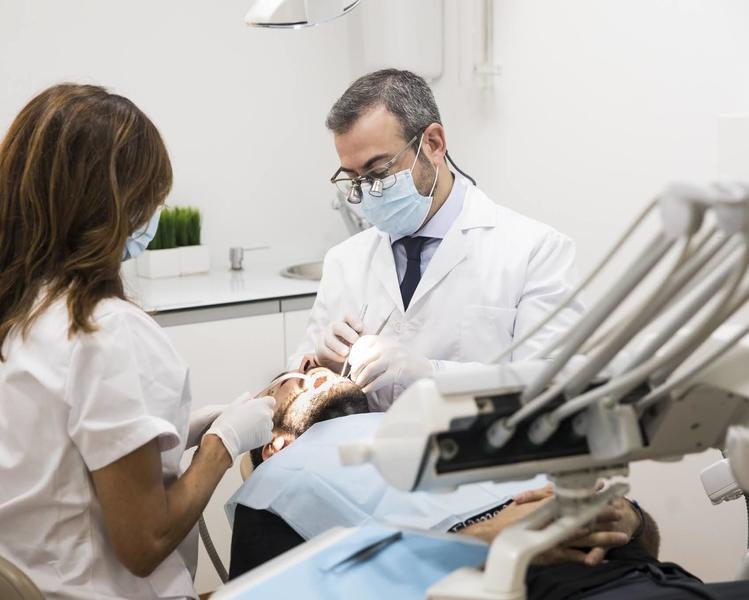 Imagen cirugia oral clínica Castelo dentista